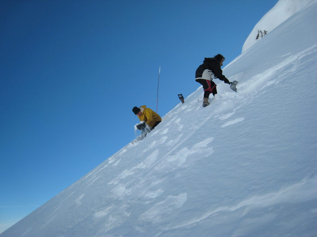 Starting to dig a snow cave, Ruapehu